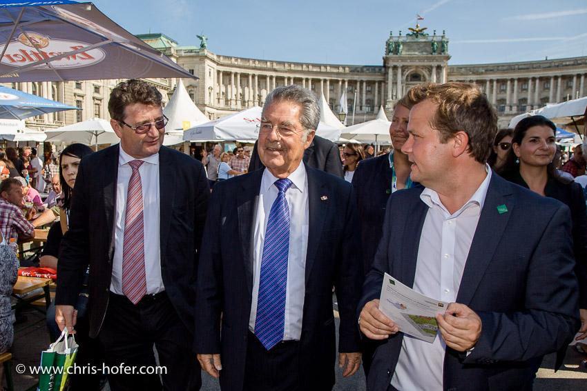 Waldviertelfest Bundespräsident Dr. Heinz Fischer besucht das Fest Waldviertelpur am Heldenplatz Wien 26.08.2015
